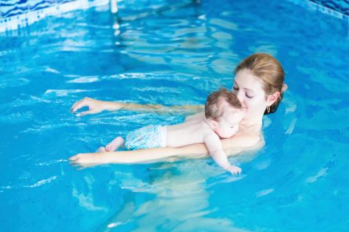 Neonati in piscina da quando  Tutto Mamma