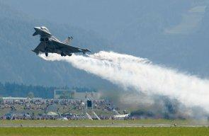 Eurofighter in azione durante un'esibizione