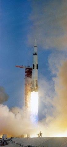 Il lancio dell'Apollo 13 grazie al razzo Saturn V