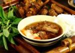 un piatto di bun cha vietnamita