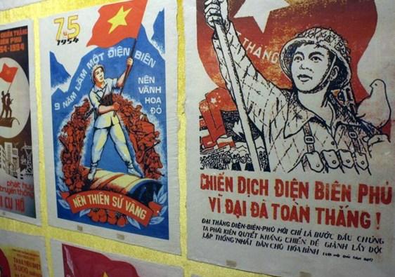 manifesti propaganda vietnamita