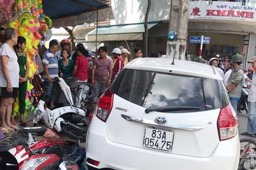 Công an chạy ôtô vi phạm tông 7 xe máy