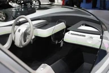 futuristico concetto di auto peugeot flusso