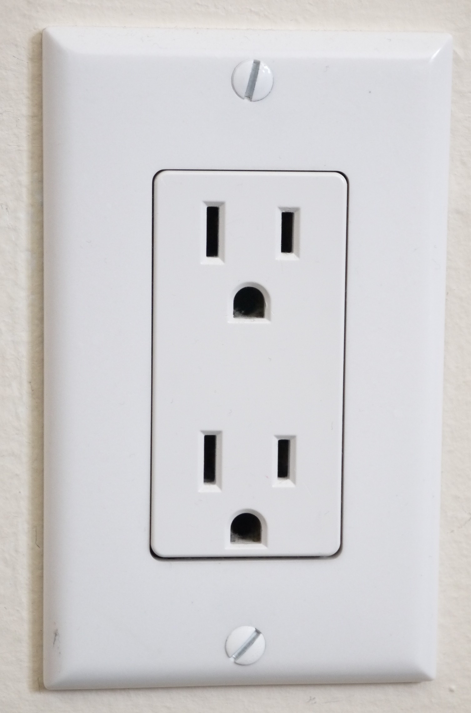hight resolution of the prongs on the us power socket