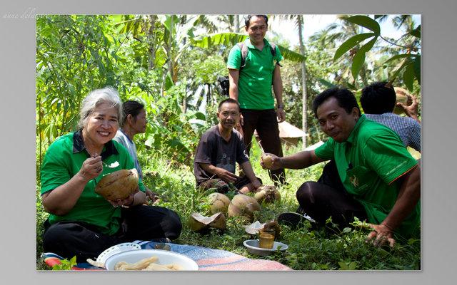 La psychiatre Luh Suryani et son équipe