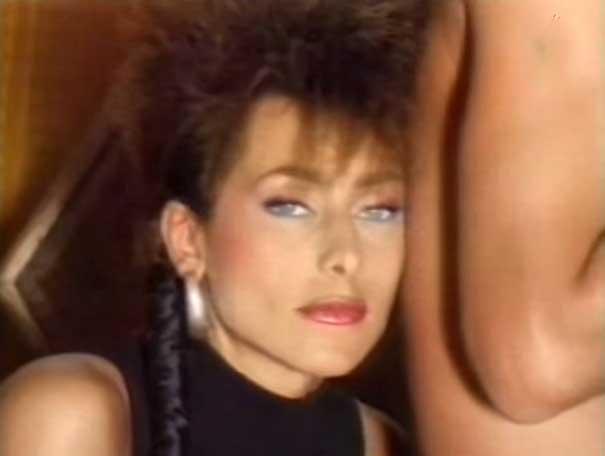 Julie Petri - Ève lève-toi - Official Music Video