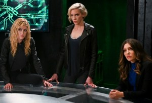 Arrow Penultimate Episode 8.9 Recap - Green Arrow & the Canaries