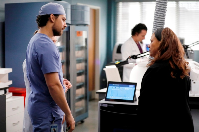 Grey's Anatomy Finale Recap - Season 16 Episode 21 - Put on a Happy Face