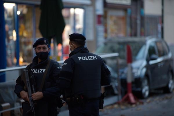 """KURZ ZATRAŽIO VEĆE OVLASTI ZA SIGURNOSNE SLUŽBE: Nećemo dopustiti postojanje """"paralelnih društava"""" u Austriji"""