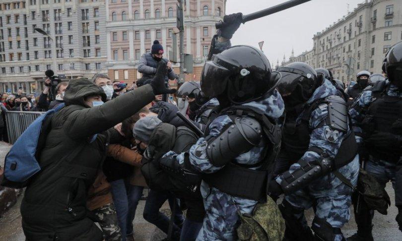 Žestoki prosvjedi u Rusiji: Protiv Putina ustalo više od 40 tisuća ljudi, više od 2.000 privedenih, a među njima i malodobni dječak te supruga Alekseja Navaljnog