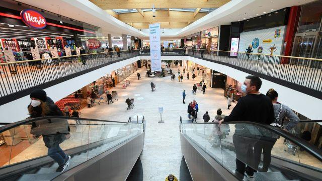 72 posto stanovništva želi brzo otvaranje  trgovina