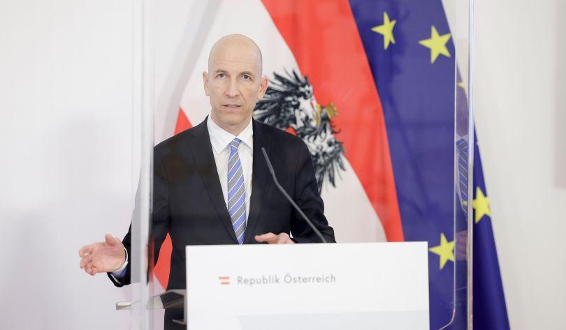"""POSLJEDICE KORONAKRIZE: U Austriji više od pola milijuna nezaposlenih, a gotovo pola milijuna zaposlenih radi """"samo"""" skraćeno"""