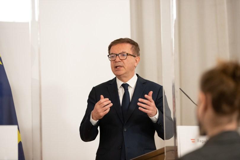 """AUSTRIJSKI PARLAMENT: Savezno vijeće oglušilo se na ministrov apel i blokiralo uvođenje """"ulaznih testova"""" za trgovine"""