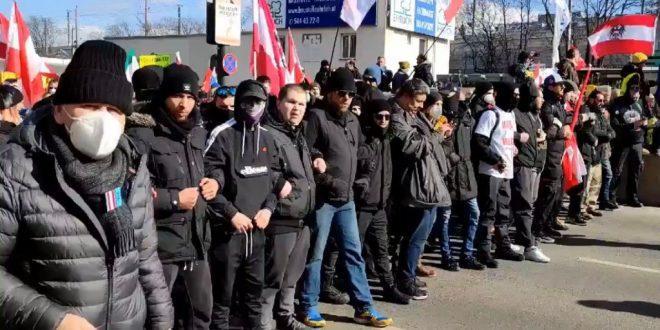 NASILJE NA ULICAMA BEČA: Prosvjednici se sukobili s policijom, pokušali probiti blokade, 14 privedenih