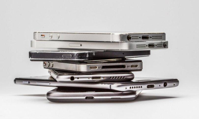 Smartfon se čudno ponaša: Zombi aktivnost, uvijek prazna baterija… ima li pomoći?