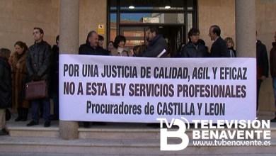 Photo of MOVILIZACIÓN ANTE LOS JUZGADOS DE BENAVENTE EN CONTRA LA NUEVA LEY DE SERVICIOS.