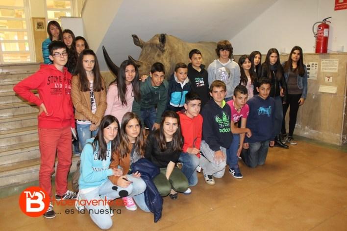 Alumnos con el rinoceronte blanco