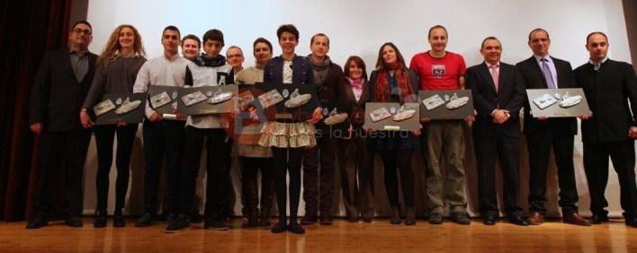Los galardonados en la XIV Gala de Salvamento y Socorrismo de Castilla y León posan junto con las autoridades presentes en el acto.