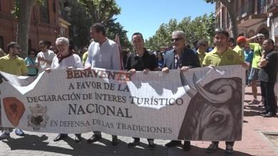 Photo of Alrededor de 500 personas se manifestaban a favor de la declaración nacional de las fiestas del Toro Enmaromado