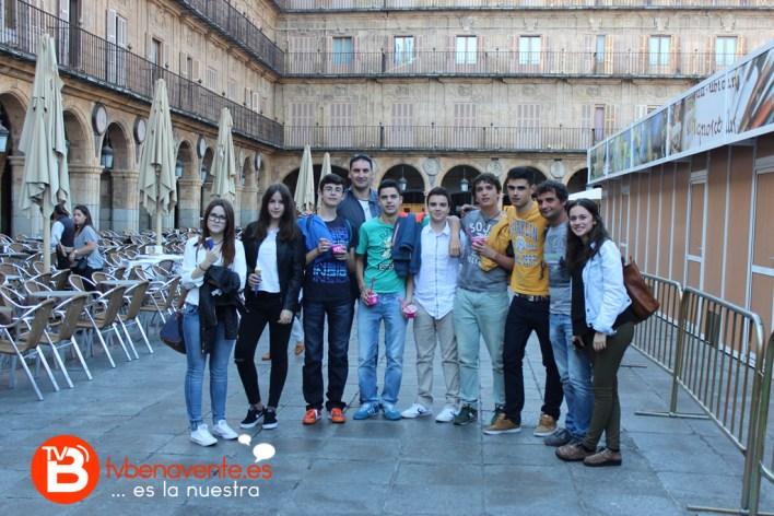 Profesores y alumnos en la Plaza Mayor de Salamanca