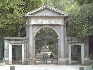 PUERTA REAL del REAL JARDÍN BOTÁNICO del Madrid. Realizada por Francisco Sabatini (1722–1797) en 1781.