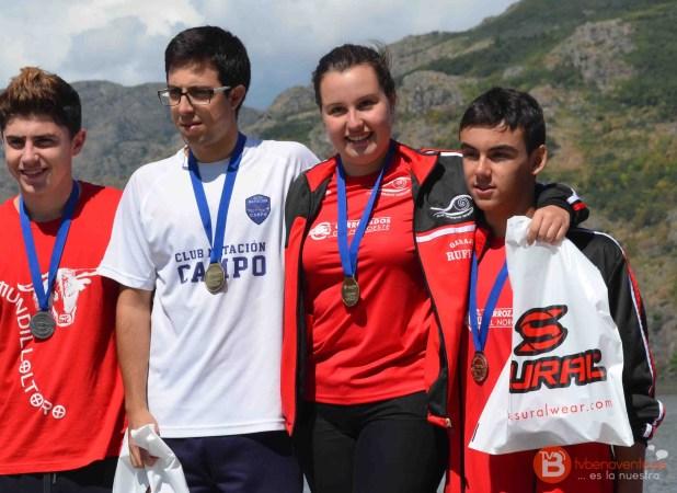 Los 2 nadadores benaventanos a la derecha de la imagen