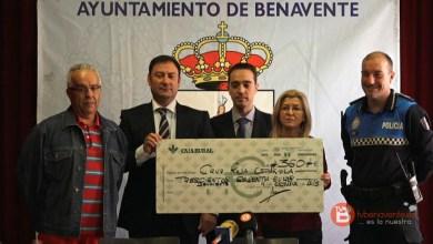 Photo of Caja Rural hace entrega a Cruz Roja Benavente de un cheque por importe de 360€