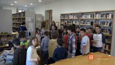 Photo of Los alumnos del CEIP Sansueña visitan la biblioteca y el teatro de Benavente
