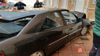 Photo of Siniestro total un vehículo tras chocar en el casco urbano de Benavente contra la fachada de una vivienda