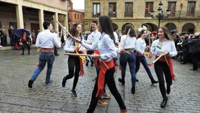 Photo of GALERÍA: Grupo de Paloteo del IES Los Sauces en la fiesta de Las Candelas