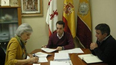 Photo of El Ayuntamiento firma un convenio con la AECC Junta Local de Benavente