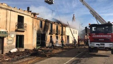 """Photo of GALERÍA: Se incendia la vivienda de al lado de """"El Mesón"""" en La Torre del Valle"""