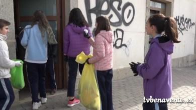 Photo of Recogida selectiva de basura en la pradera por alumnos del San Vicente de Paúl