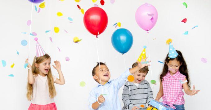 Itens baratos para fazer uma festa infantil por Silvia Faro