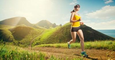 Tv Catia Fonseca Não esqueça os óculos escuros para praticar atividades físicas Dra. Keila Monteiro Mulher correndo