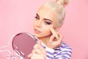 Cuidados na maquiagem por Katia Gamarros