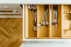 Como organizar gaveta de talher por Ingrid Lisboa