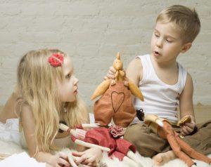 Tudo bem meu filho brincar com boneca e minha filha de super herói por Dr. Marcelo Reibscheid