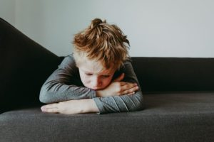 Por que as crianças estão cada vez mais infelizes? por Dr. Marcelo Reibscheid