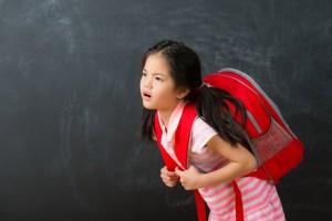 Qual é o peso máximo que deve ter a mochila de escola das crianças? por Mauricio Martelletto