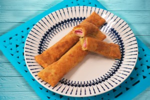 Água na boca: prepare o salgadinho empanado com massa de pastel da Catia!