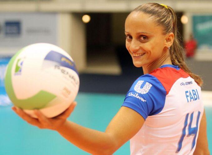 """Ex-jogadora de vôlei da seleção brasileira, Fabi Alvim, comemora o seu novo título de mãe junto com sua esposa: """"Vivendo um sonho"""""""