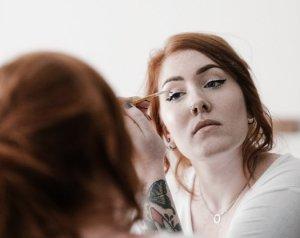 Maquiar sobrancelhas por Chris Amaral