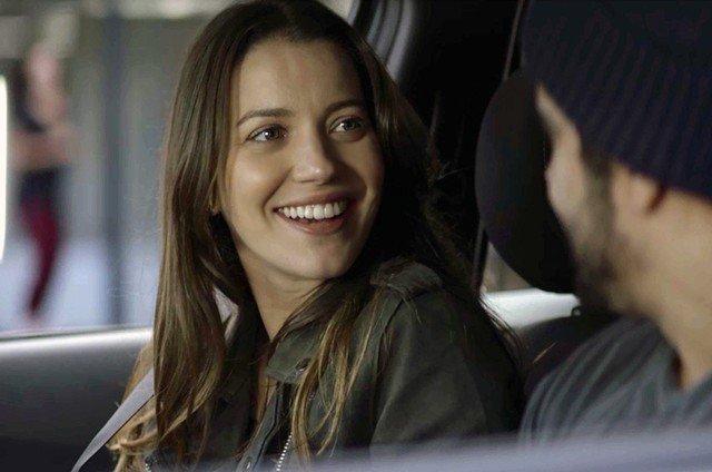 Nathalia Dill fala sobre cenas com freira do mal em A Dona do Pedaço: 'Está sendo divertido'
