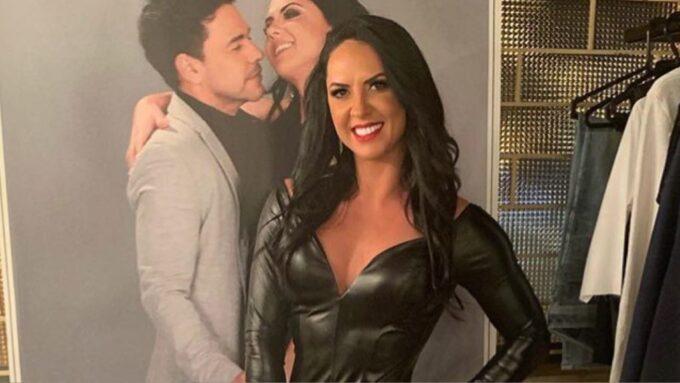 Graciele Lacerda vai ao show do noivo, Zezé Di Camargo, com look mega sensual e rouba as atenções nos camarins