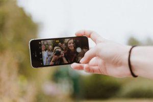 Como tirar a selfie perfeita por Bruna Veratti