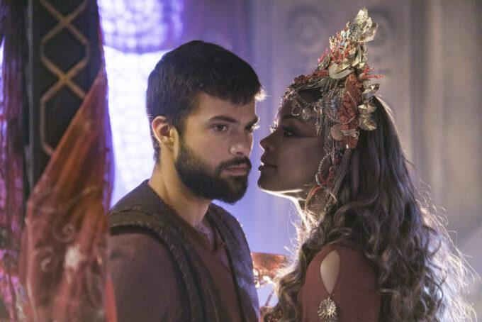 Em Jezabel, rainha tenta seduzir Tadeu novamente e se dá mal