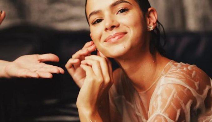 """Bruna Marquezine assume paixão e se declara para artista da Globo: """"eu te amo"""""""