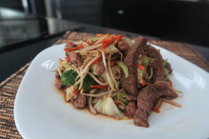 Carne com legumes  (chop suey) por Marcos Baldassari
