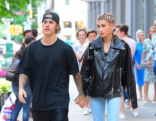 Justin Bieber ignora boatos de traição e se declara para Hayley Baldwin